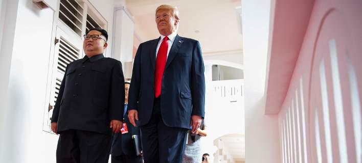 Κιμ Γιονγκ Ουν & Ντόναλντ Τραμπ (Φωτογραφία: AP Photo/Evan Vucci)