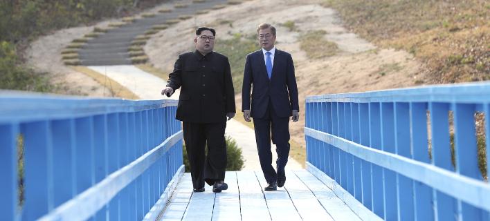 Στιγμιότυπο από την πρώτη συνάντηση των δύο ηγετών (Φωτογραφία: AP)