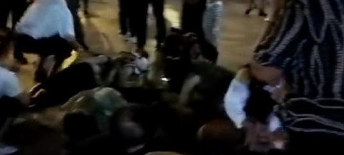 Αυτοκίνητο έπεσε σε πεζούς στην Κίνα