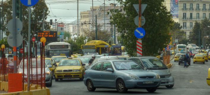 Νέο σχέδιο ΥΠΟΙΚ -Επιπλέον φόρος στη βενζίνη για τα τέλη κυκλοφορίας