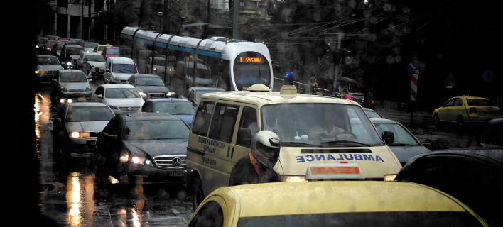 Χάος στους δρόμους της Αθήνας -Ουρές 10 με 12 χλμ. στην Εθνική Οδό
