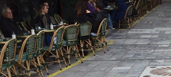 Με μια κίτρινη γραμμή θα οριοθετούνται τα τραπεζοκαθίσματα στην Αθήνα [εικόνες]