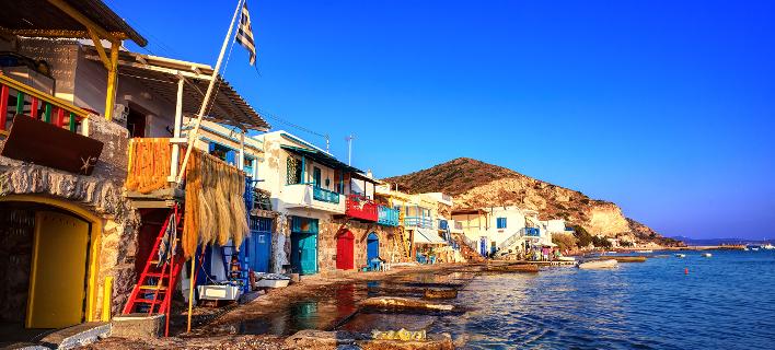 Το πιο πολύχρωμο ψαροχώρι της Ελλάδας, είναι χτισμένο εκεί που «σκάει» το κύμα