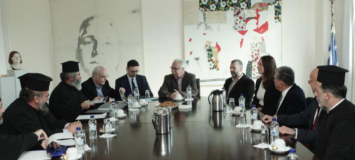 Συνάντηση Γαβρόγλου με τους εκπροσώπους των κληρικών/Φωτογραφία: Eurokinissi