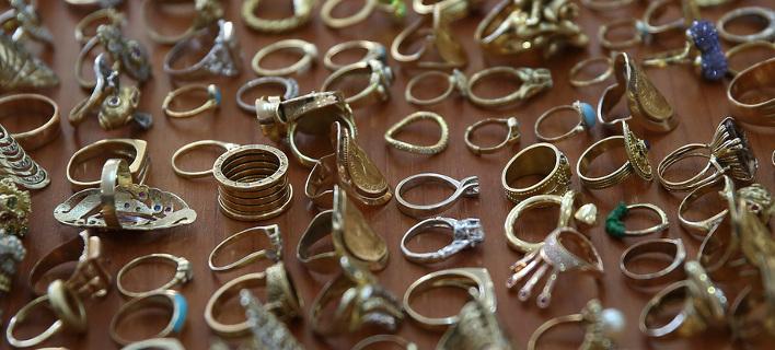 Ολόκληρος θησαυρός: Αυτά είναι τα κοσμήματα που έκλεψε η «μαφία των Ρομά» [εικόνες&βίντεο]