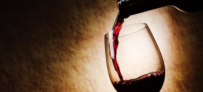 Διόρθωση της τελευταίας στιγμής: Στο μισό ο φόρος στο κρασί [βίντεο]