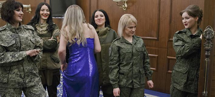 Ο καλλονές του μετώπου: Καλλιστεία με γυναίκες-κομάντο στην εμπόλεμη ζώνη του Ντόνετσκ [εικόνες & βίντεο]