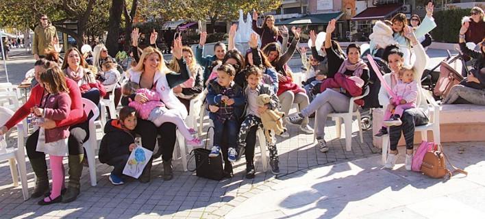 Συμμετείχαν στον 8o Πανελλαδικό Ταυτόχρονο Δημόσιο Θηλασμό, φωτογραφίες: xronos.gr