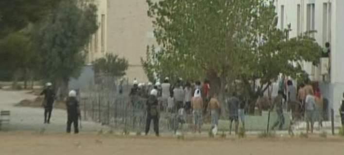 Εκτεταμένες ζημιές στο κέντρο κράτησης μεταναστών στην Κόρινθο μετά τα επεισόδια