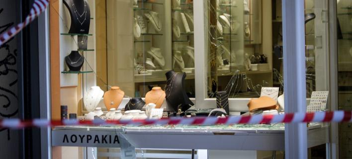 Ληστεία σε κοσμηματοπωλείο στην Ομόνοια (Φωτογραφία: EUROKINISSI/ΓΙΑΝΝΗΣ ΠΑΝΑΓΟΠΟΥΛΟΣ)