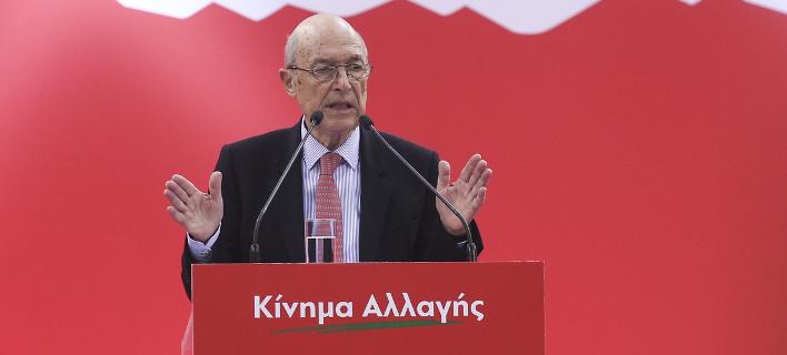Ο Κώστας Σημίτης σε ομιλία του σε συνέδριο του ΚΙΝΑΛ / Φωτογραφία: SOOC