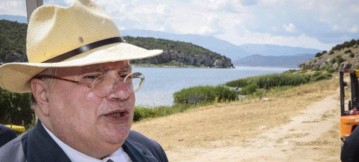 Ο Νίκος Κοτζιάς στις Πρέσπες για την υπογραφή της Συμφωνίας (EUROKINISSI/ΓΙΩΡΓΟΣ ΚΟΝΤΑΡΙΝΗΣ)