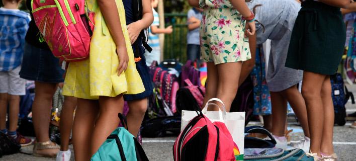 Παιδιά με σχολικές τσάντες/ Φωτογραφία: INTIME NEWS