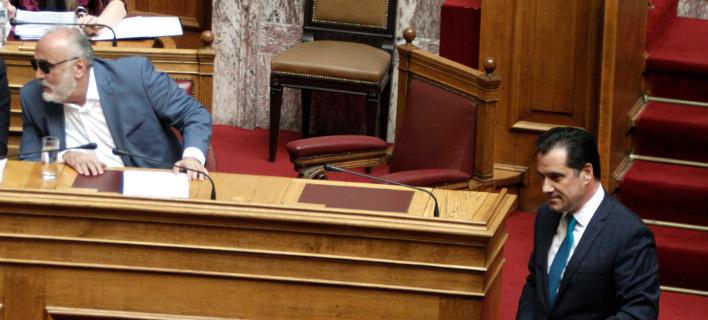 Αδωνις: Είσαστε ο πρώτος ρουσφετάκιας του ΠΑΣΟΚ -Κουρουμπλής: Θα τρίζουν τα κόκαλα του Κωνσταντίνου Καραμανλή