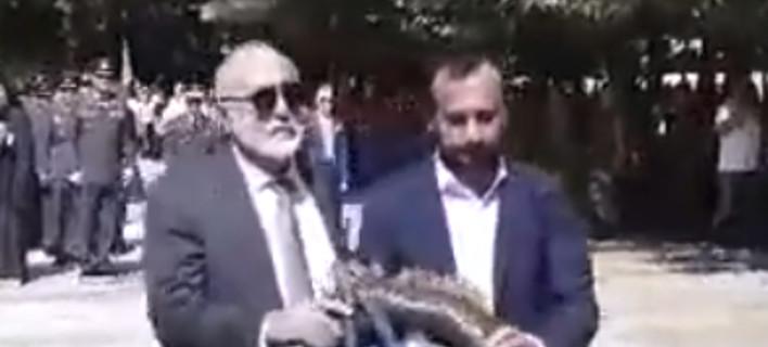 «Προδότη, για 30 αργύρια πουλήσατε τη Μακεδονία» -Αγρια υποδοχή Κουρουμπλή στις Σέρρες [βίντεο]