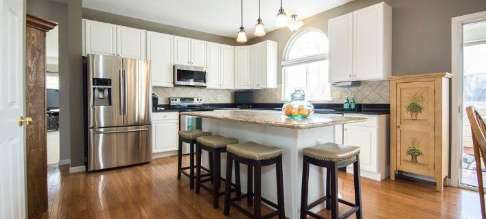 Στο εσωτερικό μιας design κουζίνας/ Φωτογραφία: Pexels/ Sarah Jane