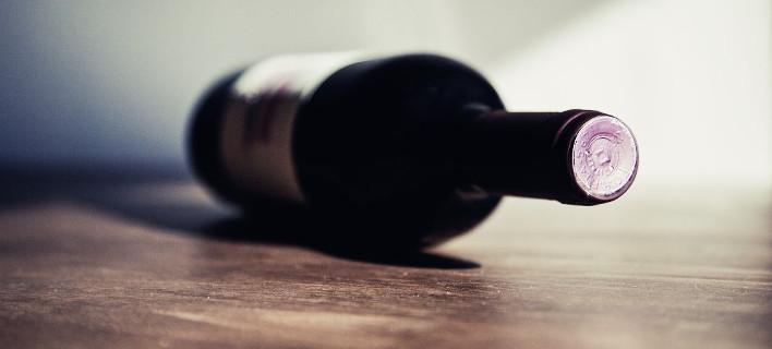 To κόλπο να παγώσεις ένα μπουκάλι κρασί σε 3 λεπτά