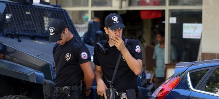 Κρατούνται 61 στρατιωτικοί ως ύποπτοι για σχέσεις με τον Γκιουλέν/Φωτογραφία: AP