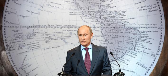 Spiegel: O Τσίπρας παίζει με τη φωτιά -Να αποφασίσει αν η πυξίδα του δείχνει Βρυξέλλες ή Κρεμλίνο