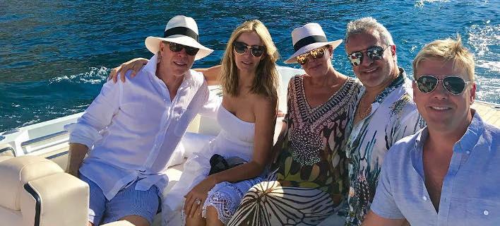 Η μητέρα των Καρντάσιαν παρέα με τον Tommy Hilfiger για διακοπές στην Υδρα! (ΦΩΤΟ)