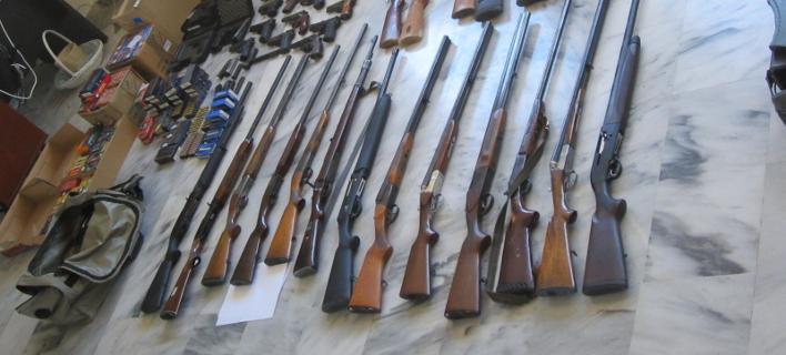 Εξαρθρώθηκε οργάνωση διακίνησης όπλων -Με εμπλοκή αστυνομικών, βρέθηκε ολόκληρο οπλοστάσιο [εικόνες]