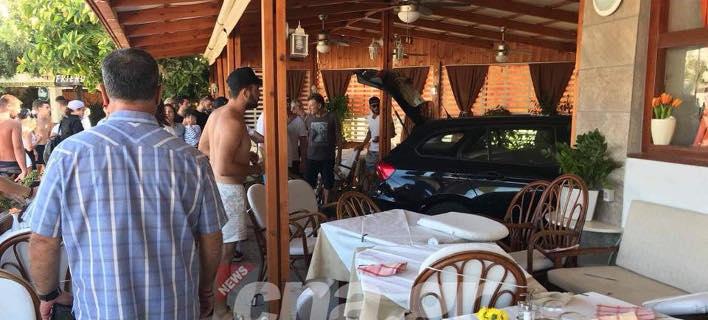 Εχασε τον έλεγχο, μπήκε με το ΙΧ σε εστιατόριο (Φωτογραφία: cna)