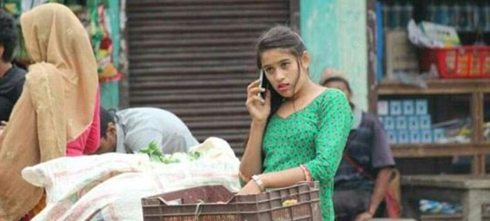 Το ίντερνετ έχει τρελαθεί με αυτή την 18χρονη μανάβισσα από το Νεπάλ [εικόνες]