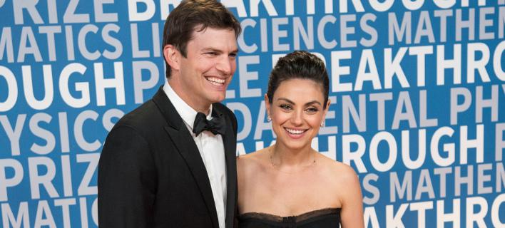 Ο Άστον Κούτσερ με τη σύζυγό του, Μίλα Κούνις. Φωτογραφία: AP