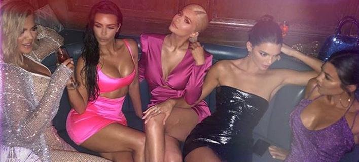 Προκλητικές: Οι αδελφές Καρντάσιαν και Τζένερ έβαλαν ό,τι πιο σέξι είχαν για τα γενέθλια της Κάιλι [εικόνες]