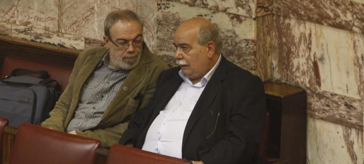 Ο Γ. Κυρίτσης μεταξύ των βουλευτών ΣΥΡΙΖΑ που ερωτούν για την AirBnB -Στη φωτό με τον Ν. Βούτση -(EUROKINISSI/ΓΙΩΡΓΟΣ ΚΟΝΤΑΡΙΝΗΣ