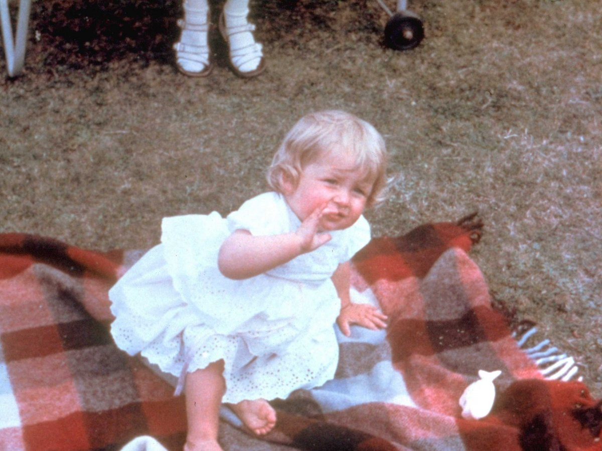 Λαίδη Νταϊάνα - Η θλιμμένη πριγκίπισσα μέσα από το φωτογραφικό άλμπουμ της ζωής της