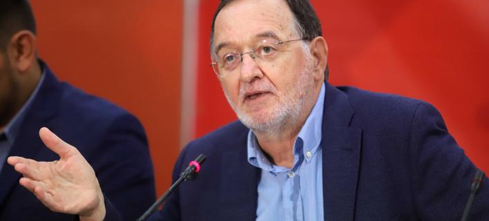 Ο Λαφαζάνης στάζει χολή: Φαρσοκωμωδία η εκλογή αρχηγού στην κεντροαριστερά