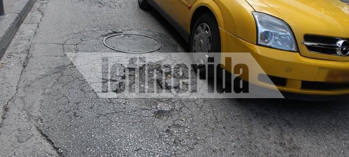 «Αυτοψία» του iefimerida στον κεντρικότερο δρόμο του Χαλανδρίου – «Θυμίζει Σεράγεβο από τις λακκούβες» [εικόνες]