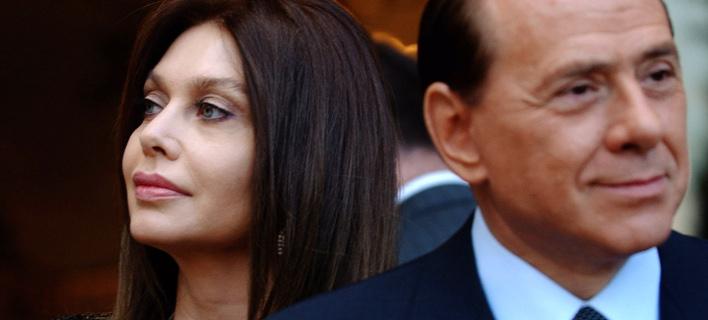 Η Βερόνικα Λάριο και ο Σίλβιο Μπερλουσκόνι(Φωτογραφία: AP Photo/Susan Walsh)