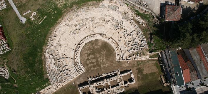 To αρχαίο θέατρο Λάρισας συμπεριλαμβάνεται στα ακίνητα που μεταβιβάστηκαν στο Υπερταμείο.Φωτογραφία:larissa-theatre
