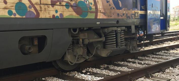 Εκτροχιάστηκε τρένο που εκτελούσε το δρομολόγιο Αθήνα-Θεσσαλονίκη -Στη Λάρισα, σε κατοικημένη περιοχή [εικόνες]