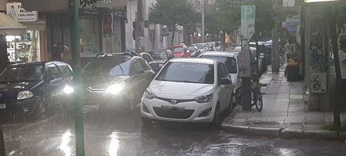Φθινόπωρο αντί για καλοκαίρι στη Λάρισα -Καταρρακτώδης βροχή [εικόνες & βίντεο]