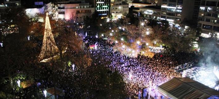 Στολίστηκε και η Λάρισα -«Βούλιαξε» η κεντρική πλατεία για τον Χατζηγιάννη [εικόνες & βίντεο]