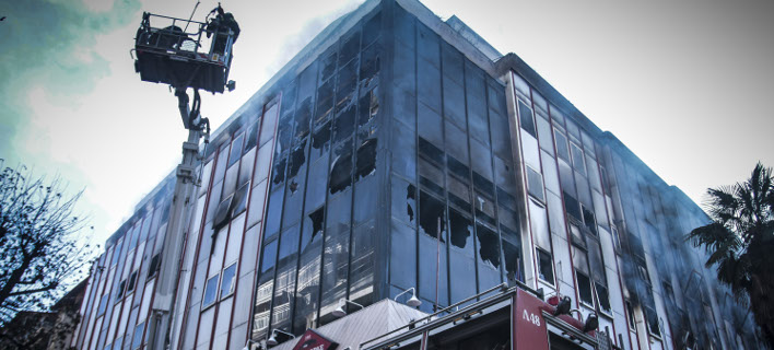 Ολική καταστροφή από την πυρκαγιά στη Β' ΔΟΥ Λάρισας (Φωτογραφία: EUROKINISSI/ΜΙΧΑΛΗΣ ΜΠΑΤΖΙΟΛΑΣ)