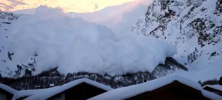 Τις δραματικές εικόνες κατέγραψε τουρίστας στο χωριό Saas Fee της Ελβετίας (Φωτογραφία: YouTube)