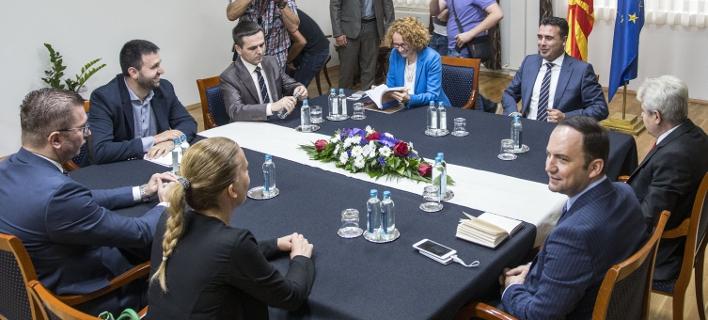 Ο Ζόραν Ζάεφ με τους ηγέτες των κύριων κομμάτων στα Σκόπια (Φωτογραφία: mkd.mk)