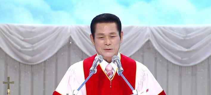 O  αρχηγός της «Κεντρικής Εκκλησίας Μανμίν», Λη Τζάροκ (Φωτογραφία: YouTube)