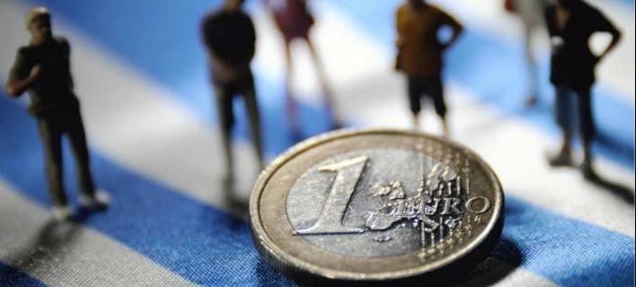 Ιδιότυπο bank run: Οι Ελληνες τράβηξαν 2,5 δισ. ευρώ τον Δεκέμβριο από τις τράπεζες