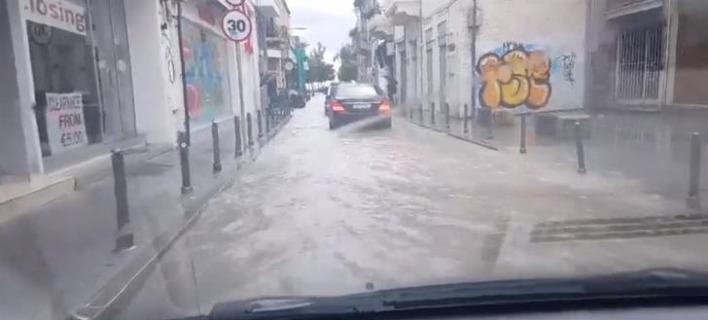 Σε ποτάμια έχουν μετατραπεί οι δρόμοι της Λεμεσού. Φωτογραφία: Facebook