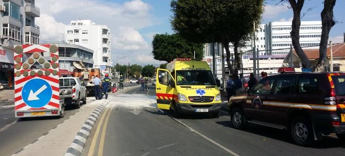 Έκρηξη πάνω σε όχημα των δημοσίων έργων σε κεντρική λεωφόρο/ φωτογραφία: kanali6.com
