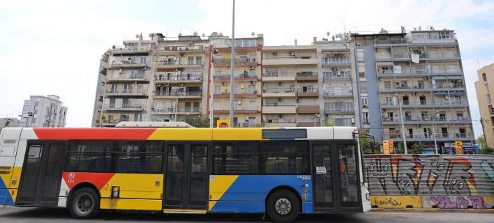 Viral το αυτοκόλλητο στα λεωφορεία της Αθήνας για τους επιβάτες που... βρωμάνε [εικόνα]