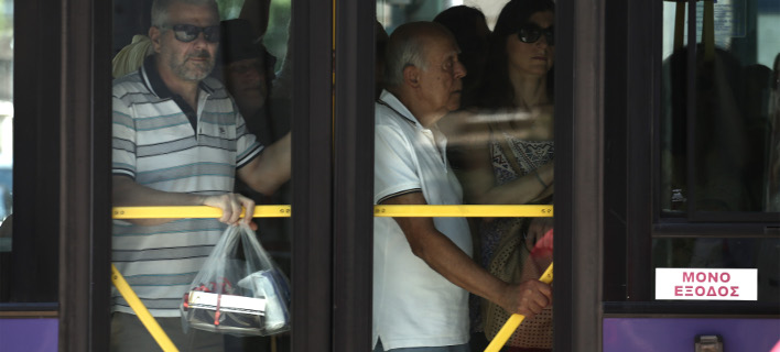 Λεωφορείο σαν σαρδέλες /Φωτογραφία: Intime News