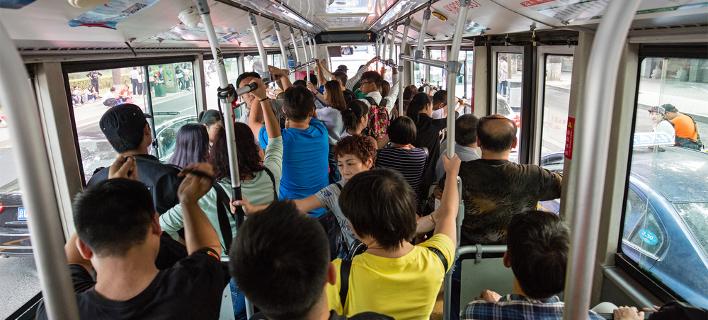 Ρουμανία: Πρόστιμα για όσους... μυρίζουν άσχημα στα Μέσα Μαζικής Μεταφοράς