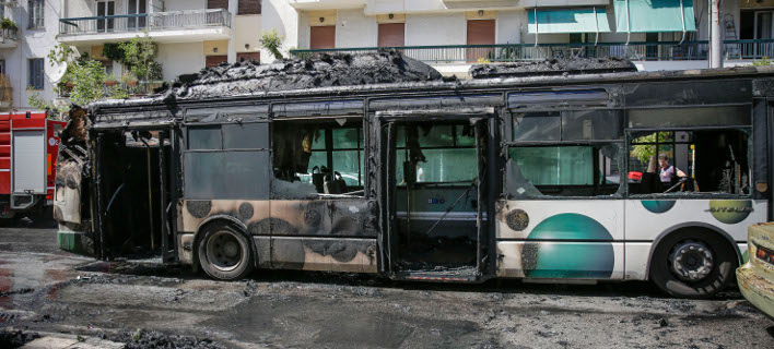 Φωτιά σε λεωφορείο στα Κάτω Πατήσια(Φωτογραφία: EUROKINISSI/ΣΤΕΛΙΟΣ ΜΙΣΙΝΑΣ)