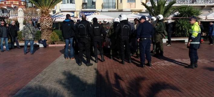 «Κάλυπτε» την επιχείρηση της αστυνομίας να εκκενώσει την πλατεία Σαπφούς